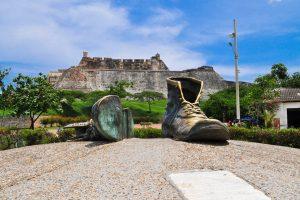 cartagena_monumento_zapatos_viejos_colombia_travel - que hacer en cartagena -tour cartagena